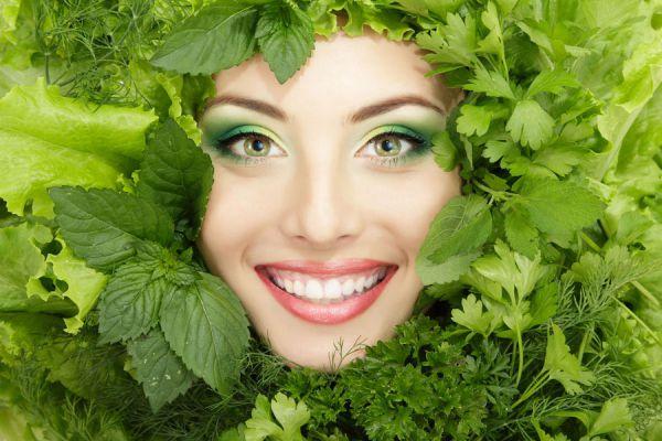Guía de alimentos verdes para bajar de peso. Características y ventajas de consumir frutas y verduras verdes.