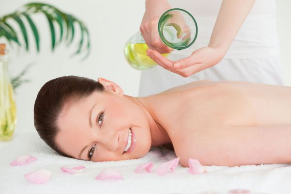 Usos y beneficios del aceite de onagra. Aportes del aceite de onagra para los tratamientos de belleza. Aceite de onagra para la salud y belleza