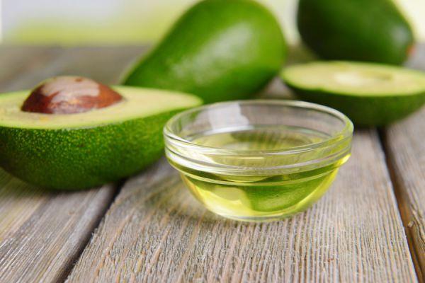 Guía para fabricar tu propio aceite de aguacate. Ingredientes y preparación del aceite de aguacate. Receta para hacer aceite de aguacate casero