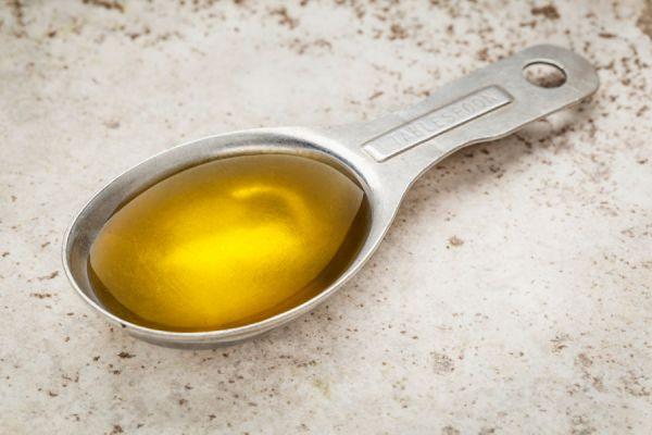 Propiedades del aceite de ricino. Tiene algun peligro usar el aceite de ricino? Cómo usar el aceite de ricino en los tratamientos de belleza