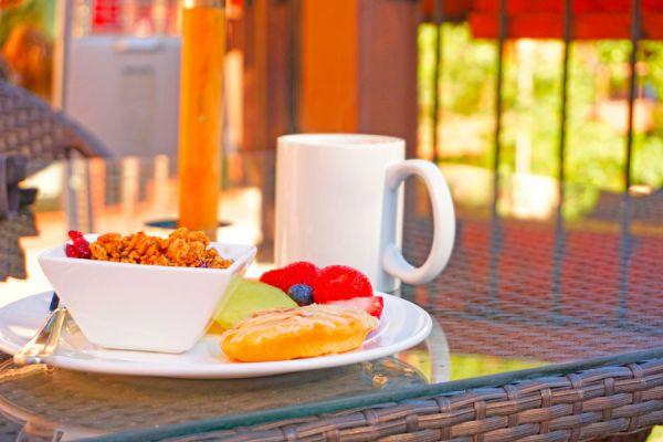 Cómo evitar engordar en vacaciones. Aprende a cuidar tu figura y la dieta en vacaciones. Cómo mantener la dieta en la playa