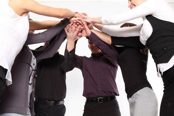 Guía para hacer amistades en el trabajo. Es conveniente hacer amigos en la oficina? Tips para hacer amigos en el trabajo