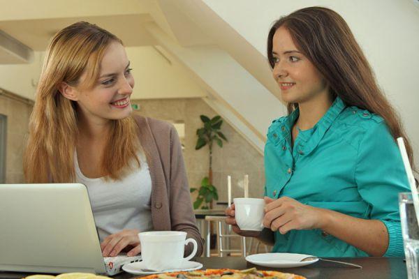 Consejos para hacer amigos laborales. Tips para tener amigos en la oficina. Hacer o no hacer amigos en el trabajo?