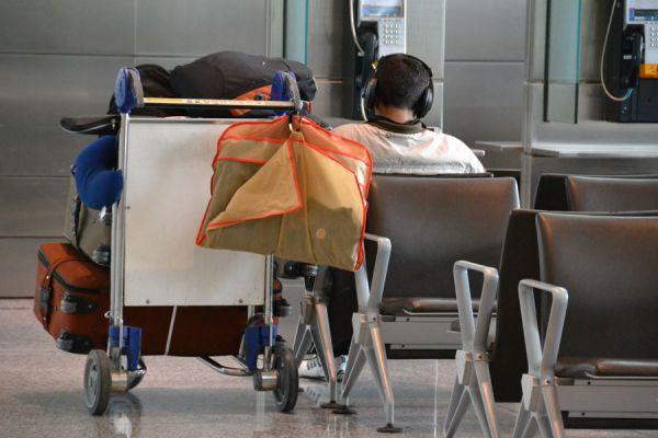 Claves para poder dormir bien en el aeropuerto. Consejos para pasar la noche en el aeropuerto. Cómo dormir mejor en el aeropuerto