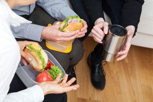 Consejos para comer saludable en el trabajo for Comida oficina