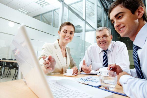 Aprende a destacarte en tu trabajo. Claves para ser destacado en el trabajo. Como puedo ser reconocido en mi oficina?