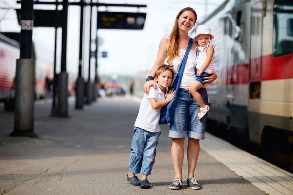 Cómo moverse barato por europa. Guía para trasladarse en europa en tren. Cómo viajar en avión por europa.
