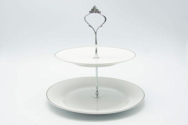 Manualidades con copas y platos reciclados. Guía para crear una bandeja de servir reciclada con copas y platos en desuso