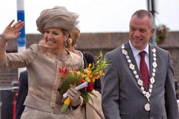 Reglas de protocolo para eventos de la realeza. Cómo vestir en un evento real si eres mujer. Cómo elegir la vestimenta para una boda real