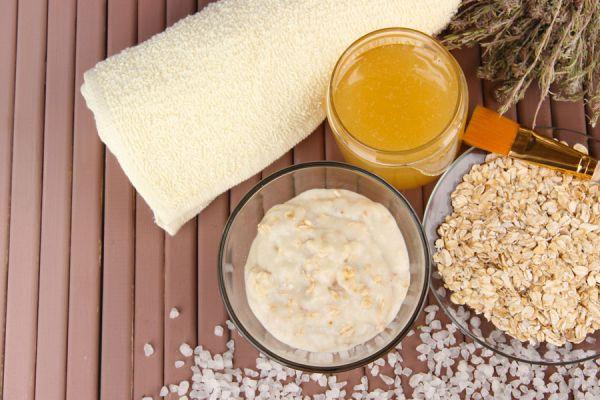 5 recetas caseras para hacer exfoliantes. Cómo exfoliar el rostro y cuello con productos caseros. Recetas naturales para hacer exfoliantes