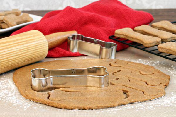 Cómo preparar galletas caseras para perros. Galletas para perros hechas en casa. Ingredientes para preparar galletas para perros