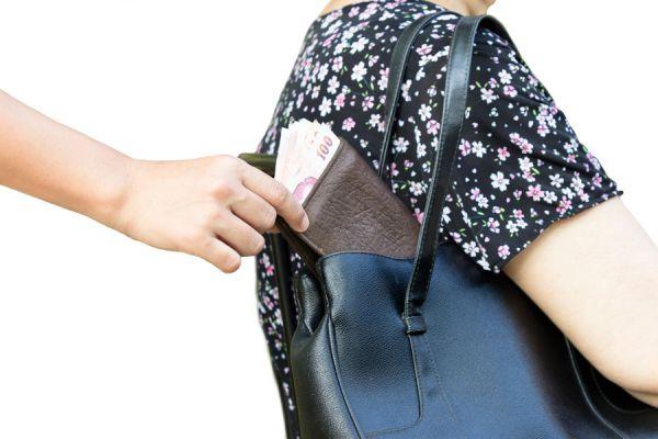 Cómo obtener dinero extra si te has quedado sin nada en el exterior. qué hacer si no tienes dinero para regresar durante un viaje al extranjero