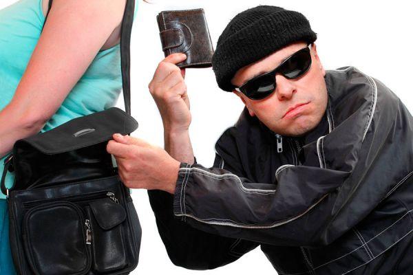 Cómo obtener dinero para regresar a casa si estas en el extranjero. Tips para conseguir dinero si te han robado en el exterior.