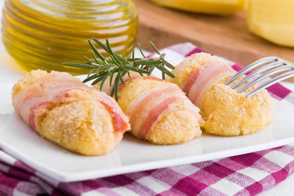 Receta fácil de croquetas de papas y tocino. Ingredientes y preparación de croquetas fáciles. Guía para preparar croquetas de patatas y tocino