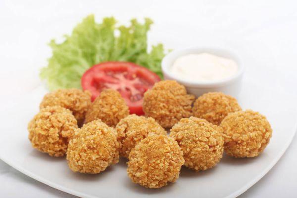 Receta de croquetas con patatas y tocino. Cómo cocinar croquetas en casa. Prepara tus propias croquetas de puré y tocino