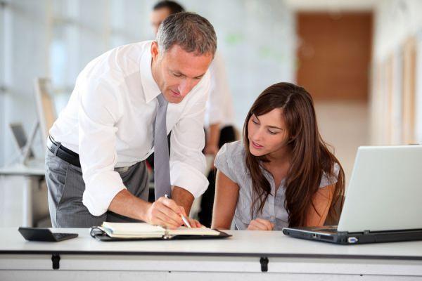 Pasos para ser una excelente secretaria. Cómo ser una buena secretaria y destacar en la oficina. Tips para ser una mejor secretaria