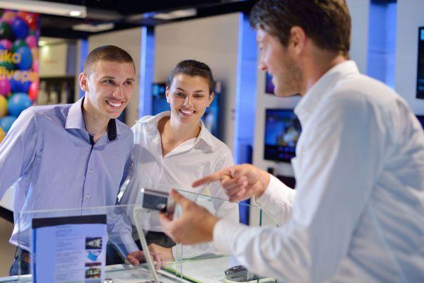Tips para atender bien al público. consejos para una buena atención a los clientes de manera personal. Aprende cómo atender al público