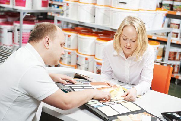 Cómo atender a un cliente cuando ingresa al negocio. Claves para una buena atención hacia los clientes. Aprende cómo atender un negocio