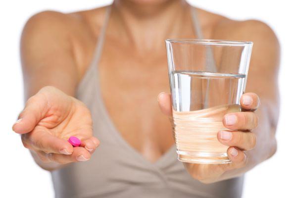 Consejos para saber cómo consumir los medicamentos. Tips para tomar medicamentos de forma segura. Cómo tomar remedios para los ojos, oidos, nasales
