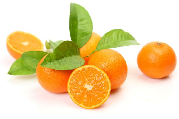 Pasos para crear aceite esencial de naranjas casero. Haz aceite esencial de naranja en casa. Ingredientes para hacer aceite esencial de naranja