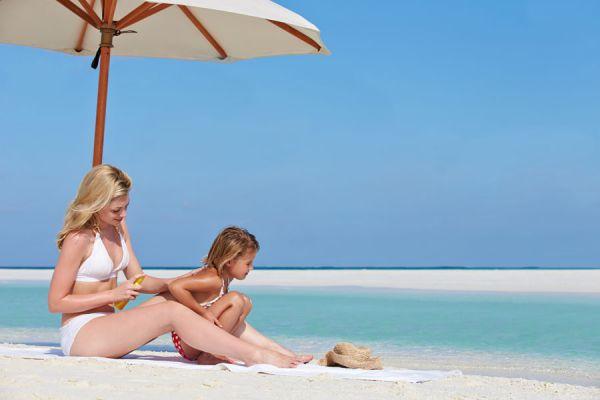 Evitar los golpes de calor durante el verano. Cómo prevenir golpes de calor en vacaciones. Evitar golpes de calor en la playa
