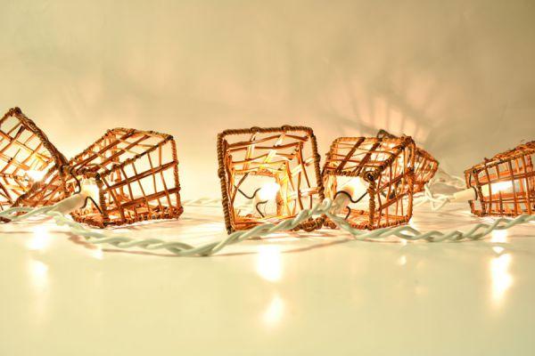 Cómo aprovechar las luces de navidad. Guía para crear adornos con luces navideñas. Decorar con luces de navidad