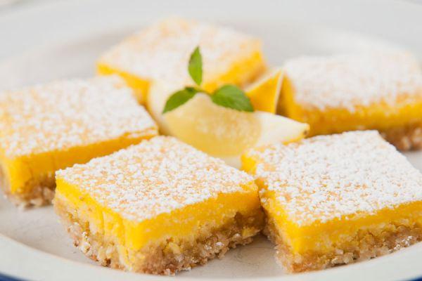 Recetas para hacer barras de limón. Preparacion de barras de limón caseras y sin gluten. Ingredientes para hacer barras de limón en casa