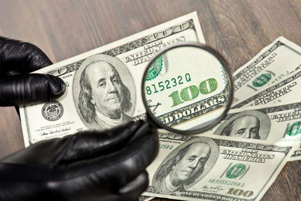 Técnicas simples para identificar dólares falsos. Cómo reconocer un billete falso. Señales para identificar los dólares falsos.