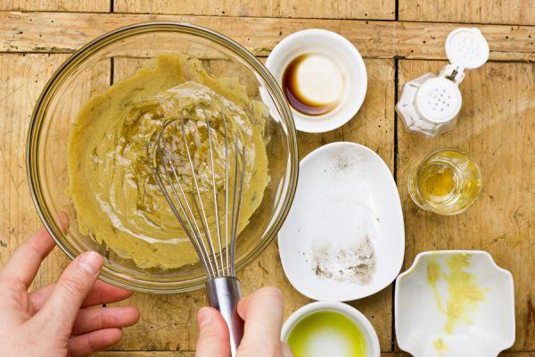 Como hacer vinagretas caseras. 5 recetas simples para hacer vinagretas. Ingredientes y preparación de vinagretas para las ensaladas
