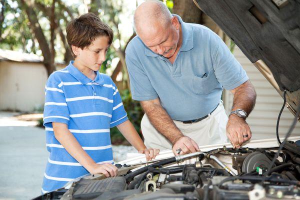 Guía para saber cómo cuidar el coche. Revisión periódica del coche. Tips para cuidar el auto y dar un buen mantenimiento
