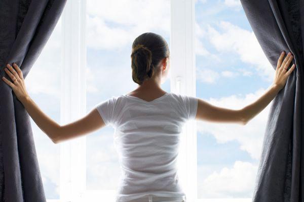 Los distintos tipos de cortinas para el hogar. Cómo elegir las cortinas para la casa. Tipos de cortinas: black-out, persianas, de cuentas, etc.