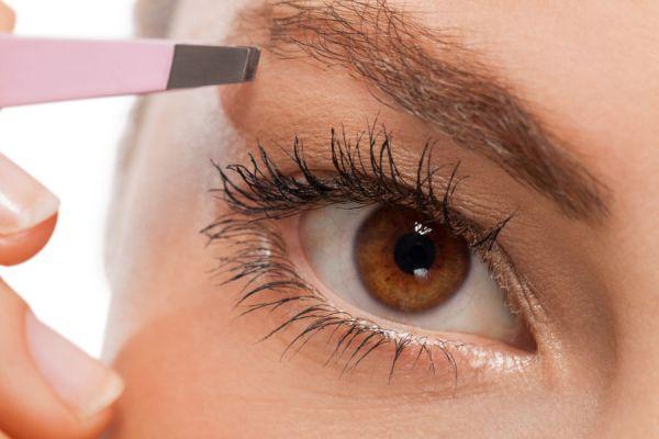 Guía para depilarse las cejas rápido y fácil. 5 pasos para depilarte las cejas. Cómo depilarte las cejas fácilmente
