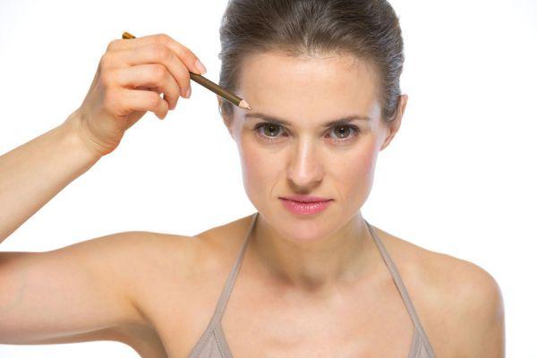 Guía para la depilación de cejas. Técnica sencilla para depilarte las cejas. Tips para depilarse las cejas en minutos