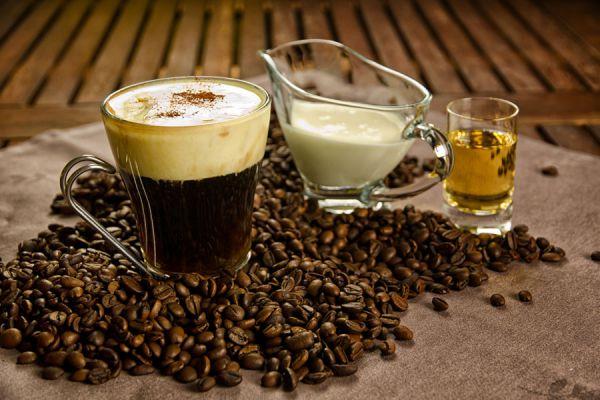 Receta para preparar café irlandés. Cómo hacer café irlandes en casa. Ingredientes y preparación del café irlandés.