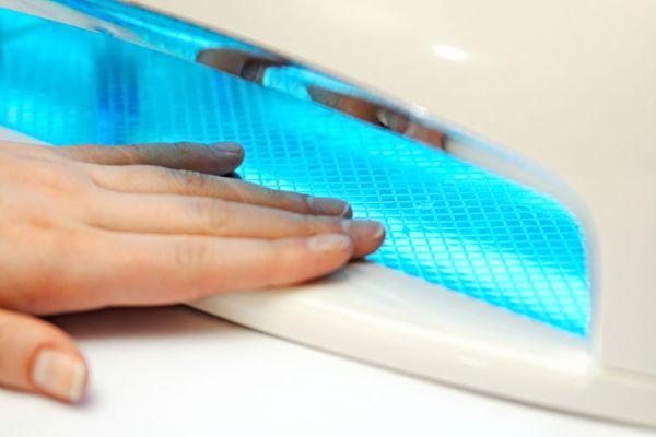 Cómo cuidar las uñas naturales al usar uñas de gel. Consejos para prevenir problemas al usar uñas de gel. Peligros de usar mucho tiempo uñas de gel