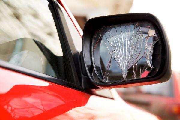 Rituales para eliminar la mala suerte al romper un espejo. Qué hacer si rompes un espejo? Creencias sobre los espejos rotos: 7 años de mala suerte