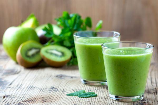 Prepara tus propios batidos saludables en casa. Cómo hacer batidos con vegetales y frutas. Recetas simples para hacer batidos o licuados