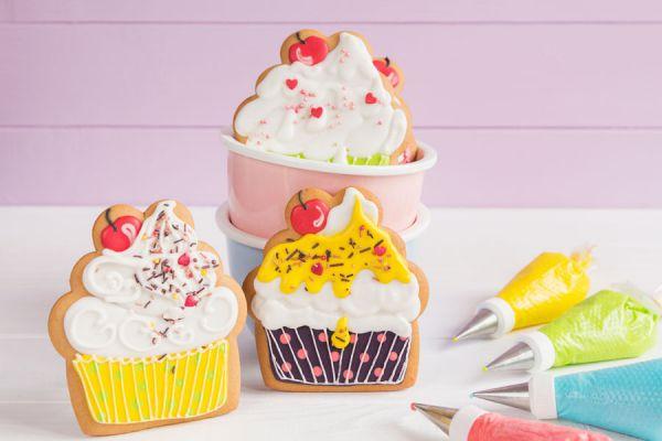 Cómo decorar galletas con pintura comestible. Ingredientes para fabricar pintura comestible de uso gastronómico. Receta para hacer pintura comestible
