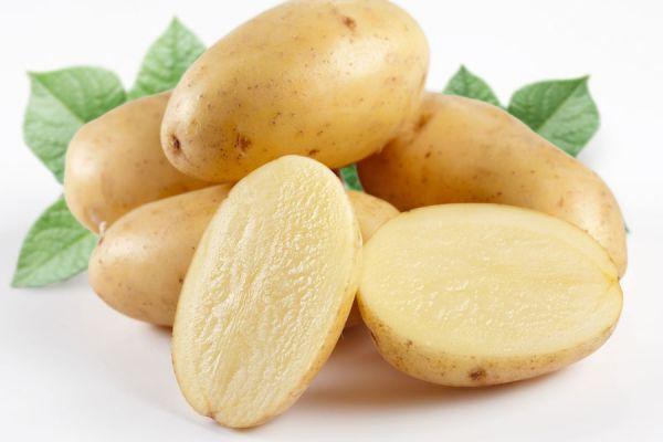 Recetas para hacer patatas de un modo distinto. Receta de patatas a la cerveza. Cómo hacer pizza de patatas. Patatas al estilo pollo frito