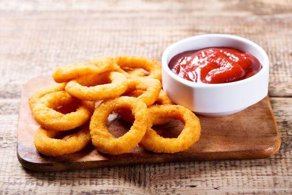 Cómo hacer aros con salsa deliciosos. 3 recetas de aros con salsa. Aros de cebolla con salsa. Ingredientes y preparación de aros con salsas