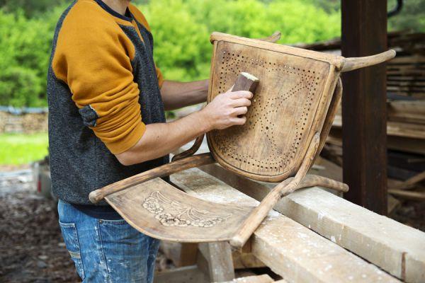 Ideas para restaurar sillas viejas. Cómo remodelar viejas sillas de madera o metal. Reparar sillas de madera viejas.