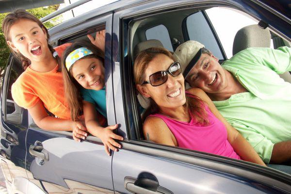 Consejos para evitar que los niños se aburran al viajar en coche. Claves para viajar en coche con tus hijos.