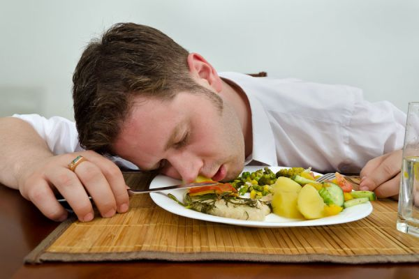 6 platillos para dormir mejor. Alimentos para conciliar el sueño. Cómo dormir mejor con una buena alimentación. 6 comidas que ayudan a dormir