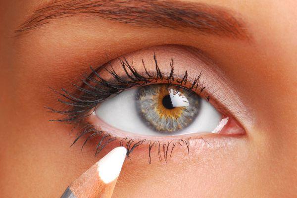 Cómo delinear los ojos con simples técnicas. Técnicas para delinear ojos. Pasos para el delineado de ojos. Cómo maquillar la mirada con un delineador