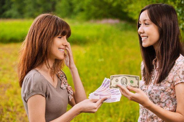 Tips para evitar problemas al prestar dinero a la familia o amigos. Consejos al prestar dinero a familiares o amigos