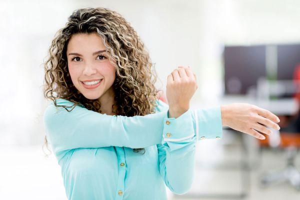 4 ejercicios para hacer en la oficina. Cómo ejercitarse en la oficina. Rutina de ejercicios para hacer en el trabajo