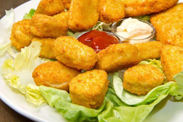 Receta de nuggets de pollo caseros. Cómo preparar bocaditos de pollo. Ingredientes para cocinar nuggets de pollo