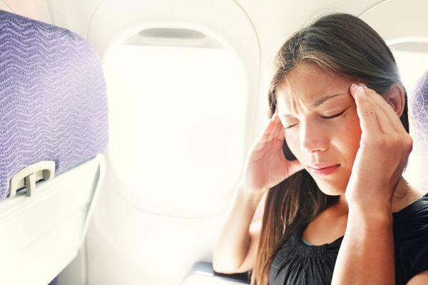 Cuidar la salud en el avión. Cómo evitar problemas de salud en un vuelo. Claves para evitar problemas de salu al viajar en avión