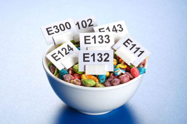 Aditivos para alimentos que debes evitar. Componentes de las comidas que es mejor evitar. Comidas con aditivos que no deberías consumir