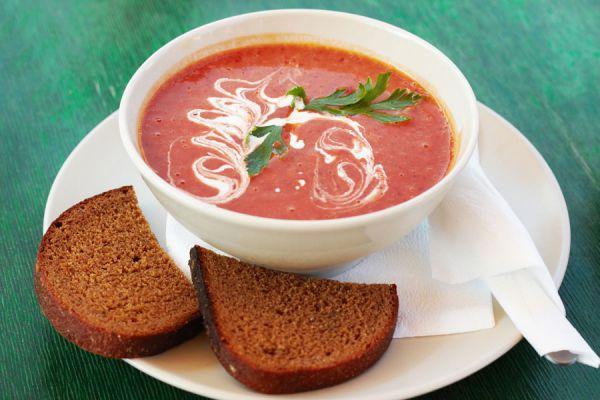 Receta de sopa de tomates. Cómo preparar sopa de tomates en casa. Ingredientes para hacer sopa de tomates